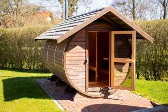 Außenansicht der Fass-Sauna