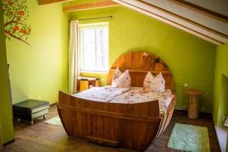 Schlafzimmer der Ferienwohnung Fass 1