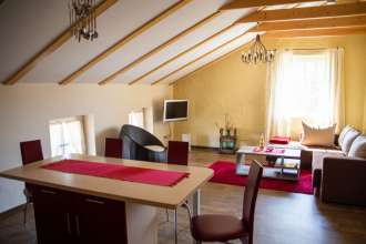Wohnzimmer der Ferienwohnung Fass 1